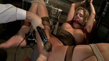 bondage et soumission, bdsm, femme soumise ligotée et baisée par son maitre